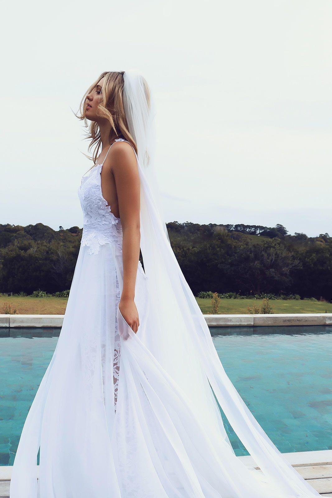 Nejoblíbenější svatební šaty na Instagramu  Jednoduché a luxusní od ... 635c4cec25